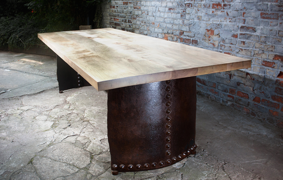 table_gladiator_table_large_2